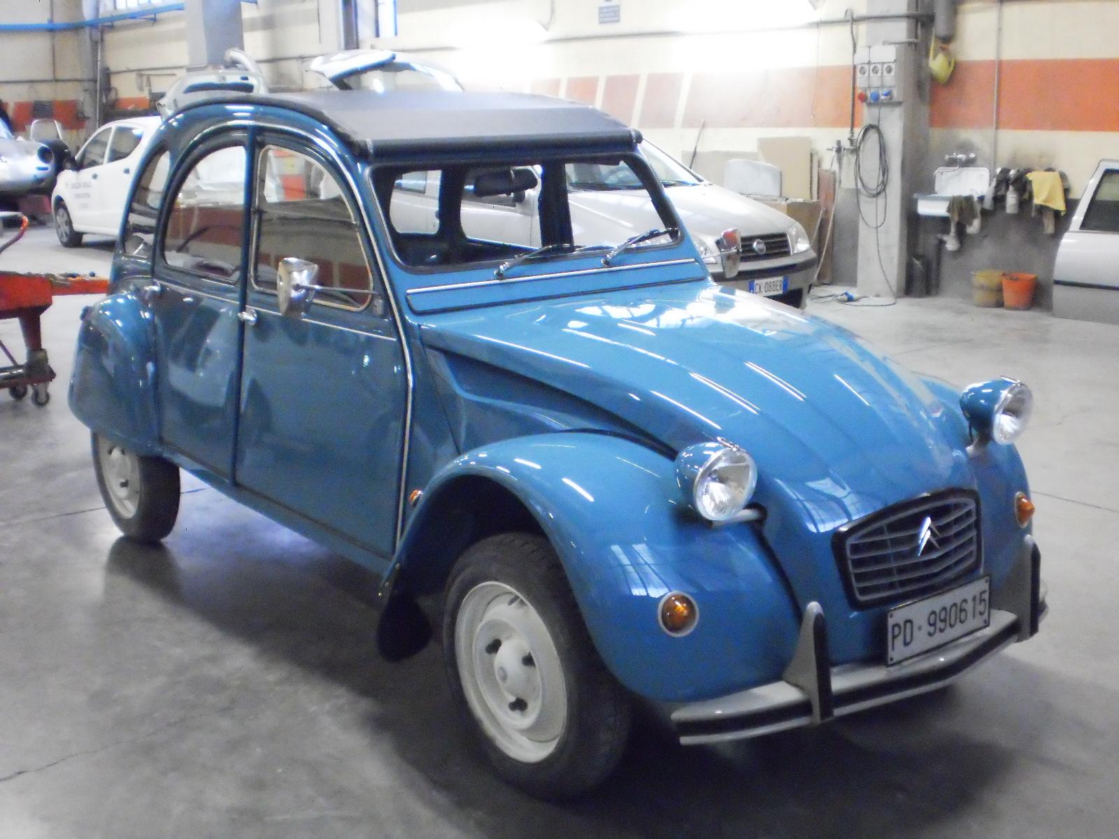 restauro auto d'epoca 2 cv carrozzeria cristallo brescia